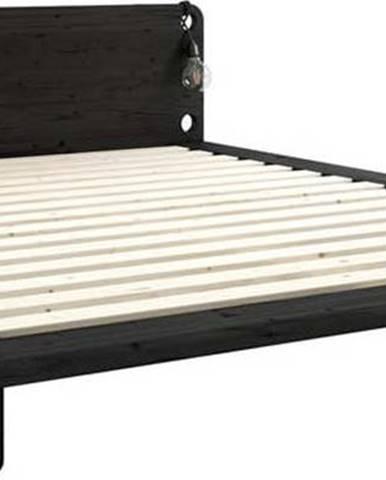 Černá dvoulůžková postel z masivního dřeva s lampami Karup Design Peek, 160 x200 cm