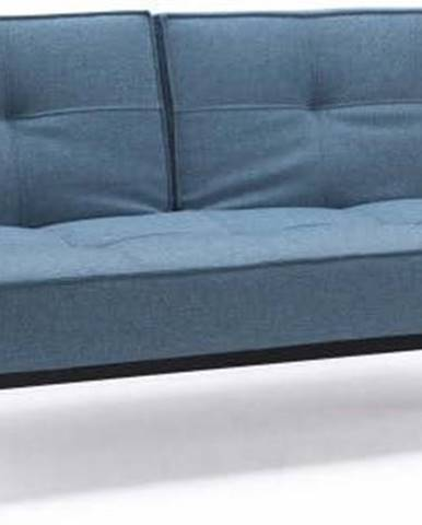 Světle modrá rozkládací pohovka s tmavou dřevěnou podnoží Innovation Splitback Mixed Dance Light Blue