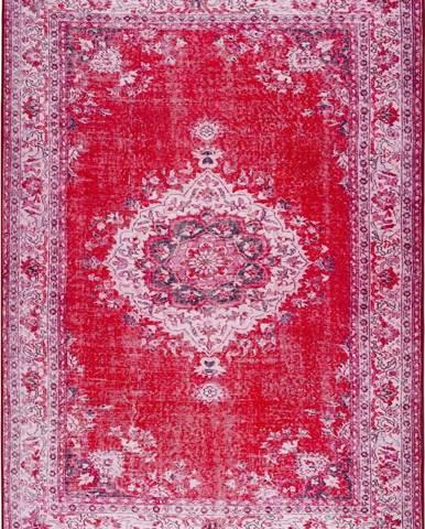 Červený koberec Universal Persia Red Bright, 140 x 200 cm