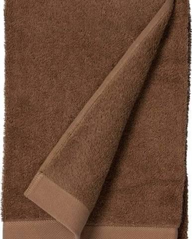 Červenohnědý ručník z froté bavlny Södahl Wood, 140 x 70 cm